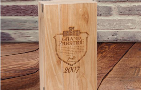 wijnkist met logo plus achtergrond